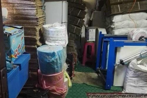 بازرسی-کارشناس-مرکز-بهداشت-جنوب-تهران-از-محل-نگهداری-غیرمجاز-ظروف-یکبارمصرف